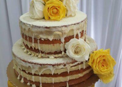 Naked cake com flores naturais